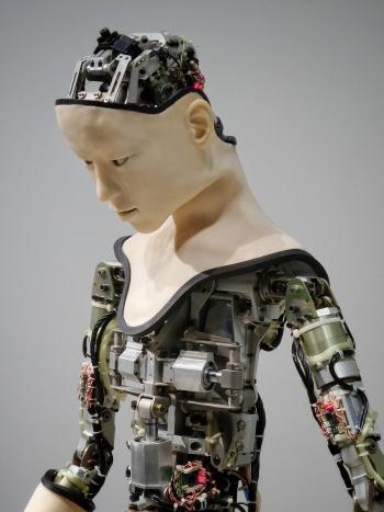 Trauma, tecnología de IA, chatbot, terapia, TCC, terapia Rogeriana, TEPT, ansiedad social, AskAri, SimSensei, Woebot, Tess, ética de la salud mental, meriendas sociales, transferencia