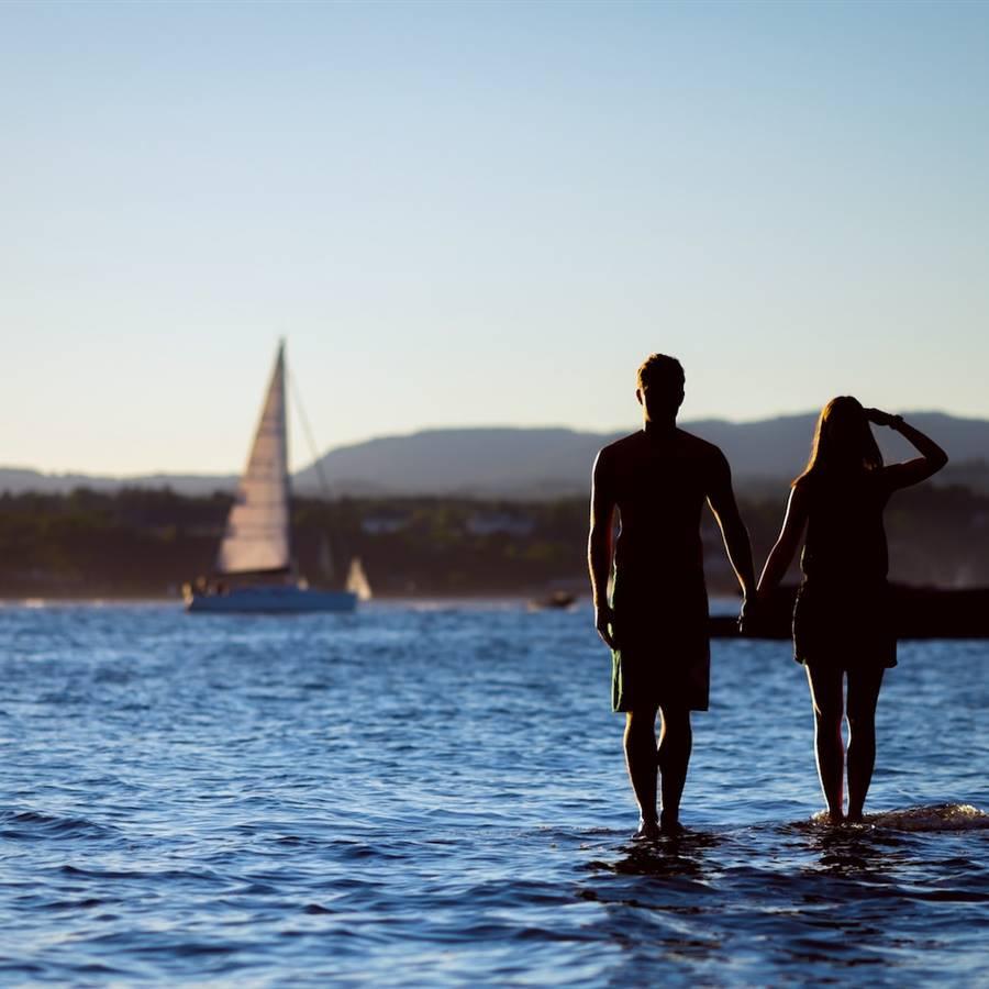 Independencia emocional y ayuda mutua, pareja feliz