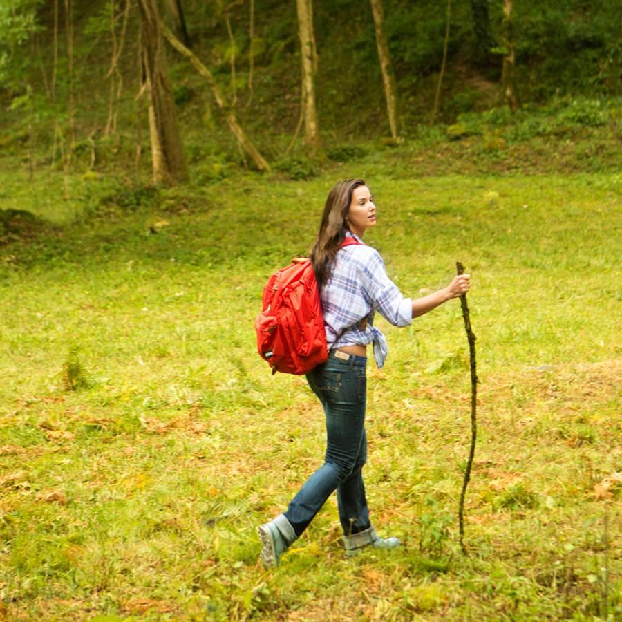 Sal a caminar por el campo